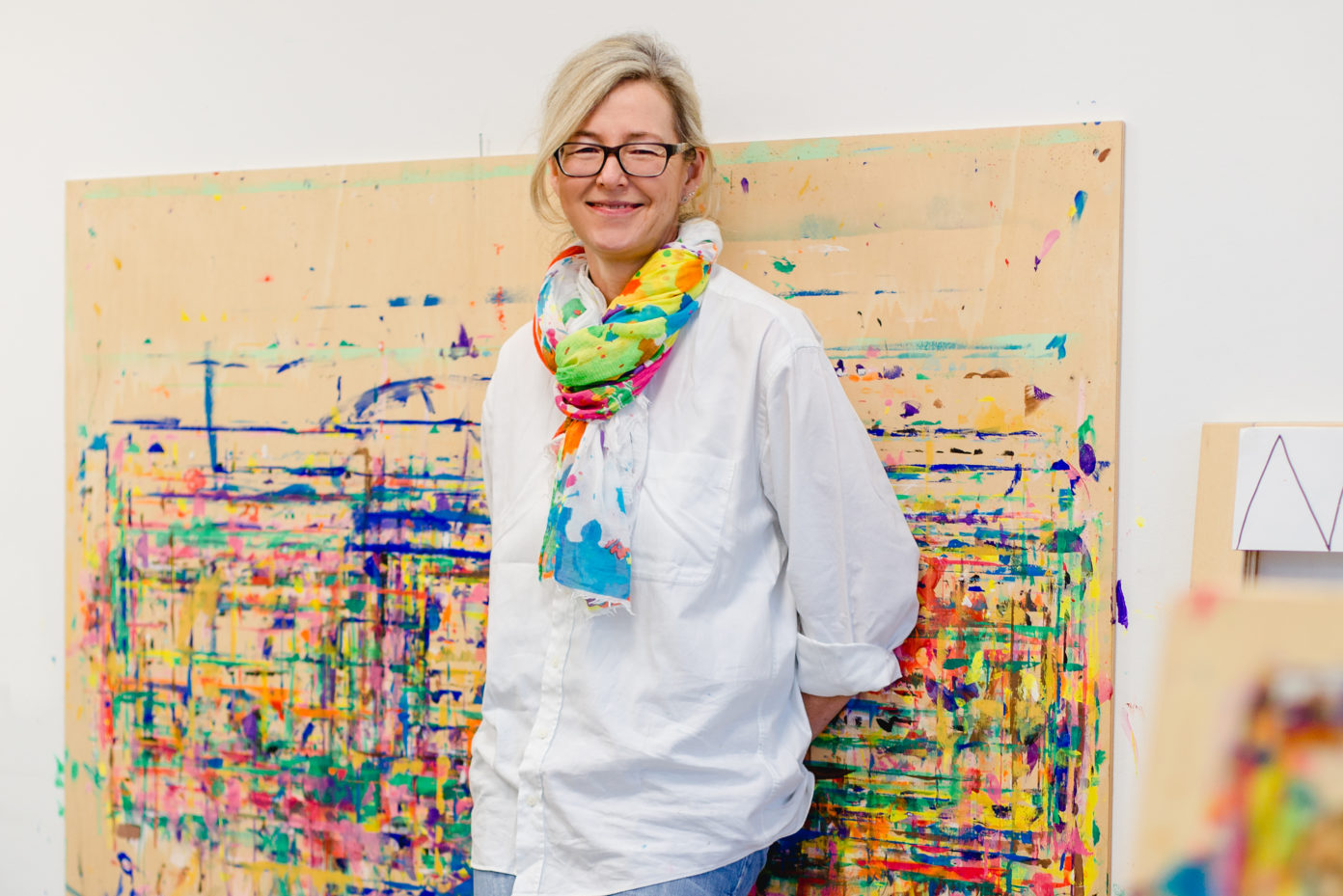 """Portrait Elena Thießen. Sie ist """"Atelierista"""" in der thyssenkrupp-Kita Miniapolis in Essen. Träger ist das DRK."""