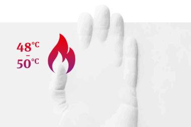 Illustration zu den Gefahren bei der Arbeit mit Modellgips: Eine eingegipste Hand mit einer Flamme am Daumen weist darauf hin, dass Modellgips sich extrem erhitzen kann und schwere Verbrennungen erzeugen kann.