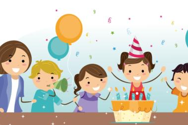 Illustration eines Mädchens, das mit ihren Freunden Geburtstag feiert. Vor ihr steht ein Geburtstagskuchen mit Kerzen, um sie herum fliegen Luftballons.