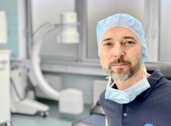 Portrait von Kai Dragowsky. Er ist Facharzt für spezielle Unfallchirurgie und als beratender Arzt der Unfallkasse Berlin tätig.